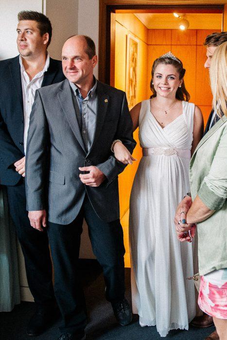 Nina Buschenhofen, Fotografie, Monheim, Rhein, Standesamt, Hochzeitsreportage, Reportage, Hochzeit, Sand, Meer