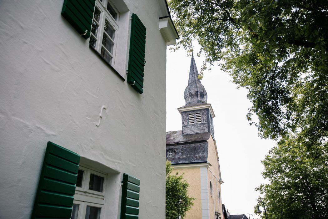 Nina Buschenhofen, Fotografie, Langenfeld, Kirche, Hochzeitsreportage, Reportage, Hochzeit, Reusrath